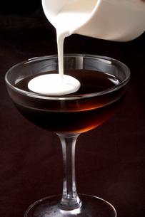 コーヒーゼリーとミルクの写真素材 [FYI01446186]