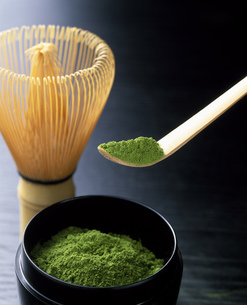 茶さじですくった抹茶の写真素材 [FYI01446391]