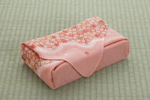風呂敷包みの写真素材 [FYI01446472]
