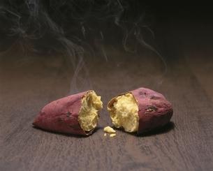 焼き芋の写真素材 [FYI01447158]