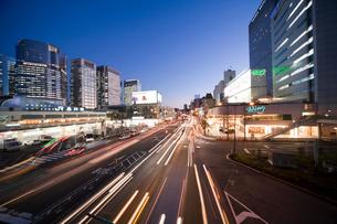 品川駅前の夜景の写真素材 [FYI01449214]