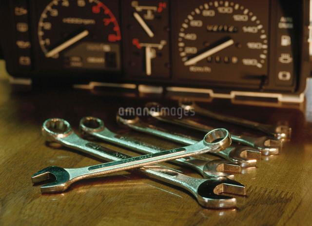 メーターと工具の写真素材 [FYI01449301]
