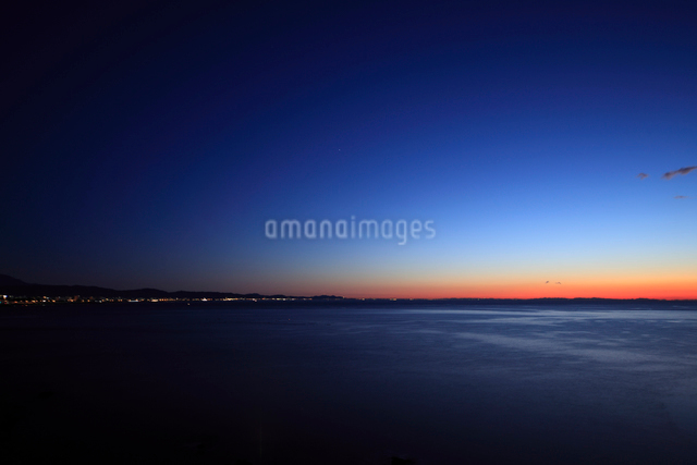 小田原より相模湾の夜明けを望むの写真素材 [FYI01451045]