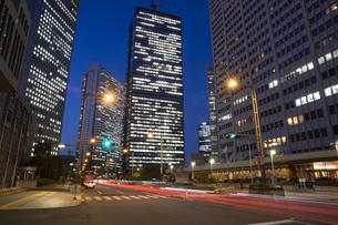新宿高層ビル夜景の写真素材 [FYI01453148]