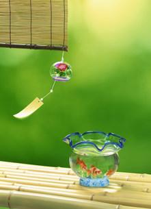 風鈴と金魚鉢の写真素材 [FYI01453285]