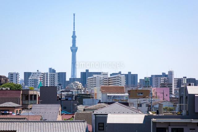 街の向こうに東京スカイツリーの写真素材 [FYI01453346]