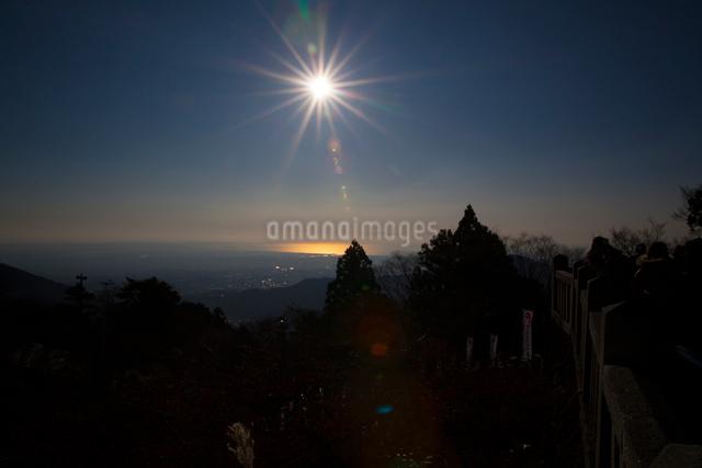 大山より相模湾の日の出の写真素材 [FYI01453372]