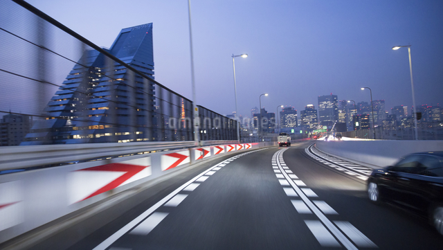 夕暮れの首都高速の写真素材 [FYI01453476]