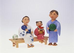 浴衣の家族 クラフトのイラスト素材 [FYI01454032]