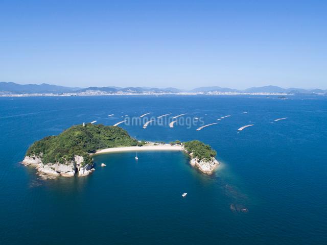 ドローンによる広島湾の絵の島の写真素材 [FYI01455722]