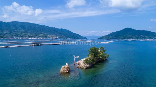 ドローンによる江田島湾の船霊社の写真素材 [FYI01455781]