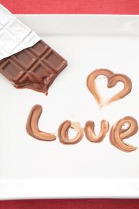 溶けるチョコレート「LOVE」の写真素材 [FYI01456071]
