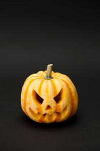 ハロウィンかぼちゃ(ジャック・オ・ランタン)の写真素材 [FYI01456280]