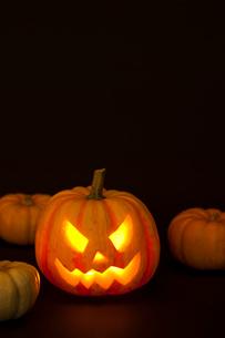 ハロウィンかぼちゃ(ジャック・オ・ランタン)の写真素材 [FYI01456303]