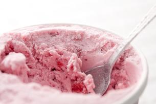 冷たいストロベリーアイスの写真素材 [FYI01456328]