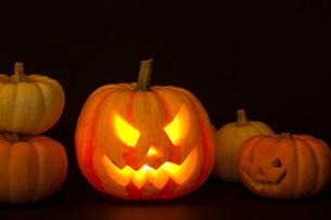 ハロウィンかぼちゃ(ジャック・オ・ランタン)の写真素材 [FYI01456375]