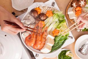 海鮮鍋の夕食風景の写真素材 [FYI01456420]