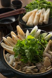 きりたんぽ鍋を作るの写真素材 [FYI01456537]