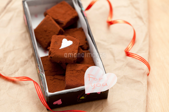 手作り生チョコプレゼント「For you」の写真素材 [FYI01456634]