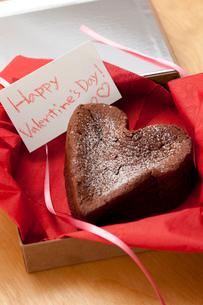 ハッピーバレンタインハートのガトーショコラの写真素材 [FYI01457242]
