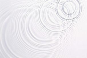 波紋の写真素材 [FYI01458280]