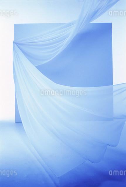 カーテン・ブルーイメージの写真素材 [FYI01458297]