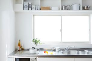 キッチンと戸棚の写真素材 [FYI01458619]