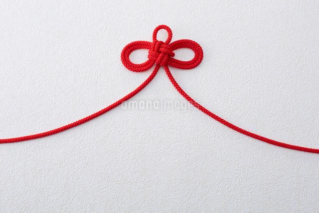 赤い紐の写真素材 [FYI01458993]