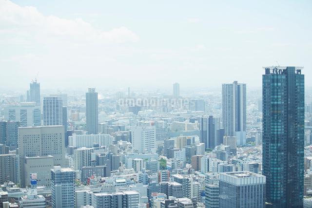 高層ビルより見る大阪梅田ビル群の写真素材 [FYI01459323]