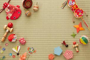 畳と日本のおもちゃの写真素材 [FYI01459556]