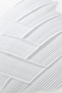 白砂で描いた交差する波の写真素材 [FYI01459602]