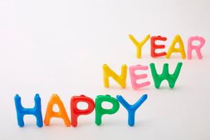 風船でカラフルにHAPPY NEW YEARの文字をの写真素材 [FYI01459646]