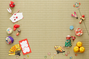 畳と日本のおもちゃの写真素材 [FYI01460114]