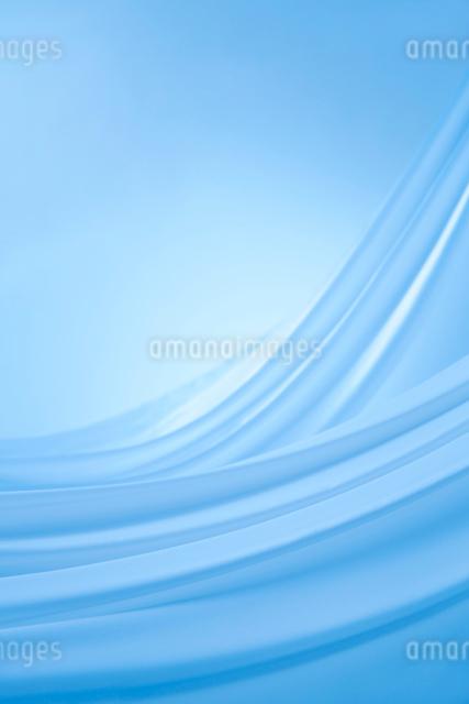 二枚の青い布のドレープの写真素材 [FYI01460557]