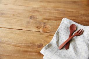 テーブルの上カトラリーの写真素材 [FYI01460743]