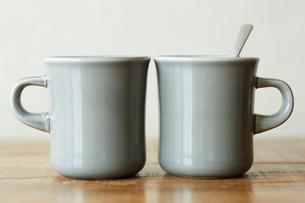 2つのマグカップの写真素材 [FYI01461158]