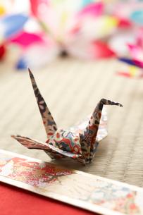 折り鶴の写真素材 [FYI01461160]