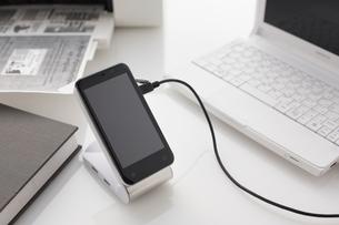 ノートパソコンとプリンターとスマートフォンの写真素材 [FYI01461176]