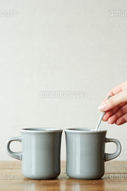 2つのマグカップの写真素材 [FYI01461241]