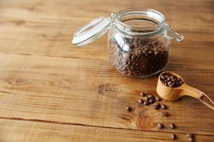 コーヒー豆の瓶の写真素材 [FYI01461318]