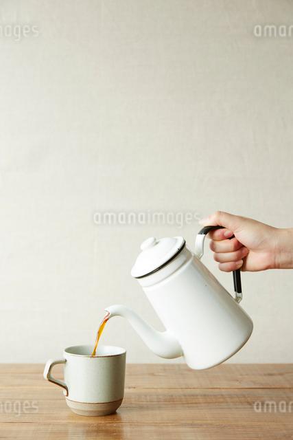 注がれるコーヒーの写真素材 [FYI01461381]