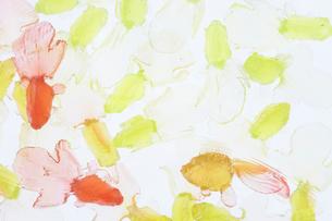 赤と黄色のおもちゃの金魚の写真素材 [FYI01461395]