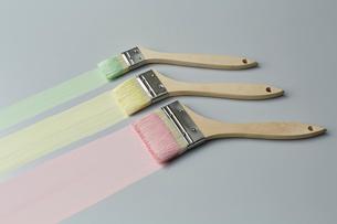 ハケで描かれた3色のラインのイラスト素材 [FYI01461673]