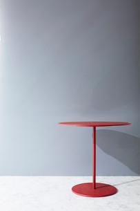壁と大理石の床とテーブルの写真素材 [FYI01461810]