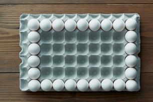 卵パックに並べられた卵の額の写真素材 [FYI01461986]