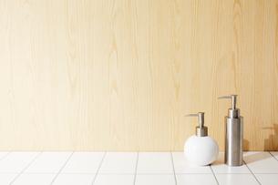 壁とタイルと洗面具の写真素材 [FYI01461988]