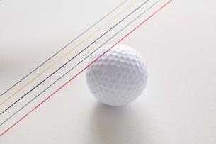 五色の水引とゴルフボールの写真素材 [FYI01462108]