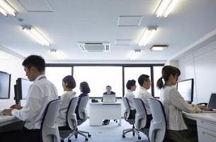 オフィスで働く人たちの様子の写真素材 [FYI01462533]