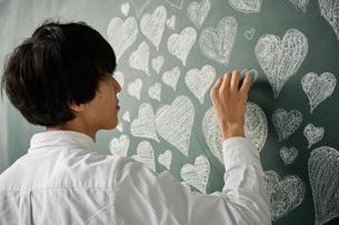 ハートの集合体でハートを描くのイラスト素材 [FYI01462818]