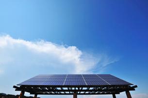 ソーラーパネルの東屋の写真素材 [FYI01462995]